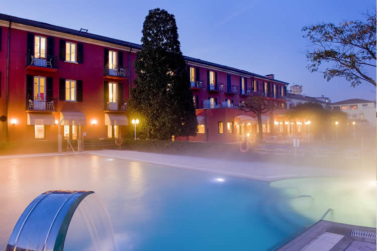 Hotel Fonte Boiola thermal pool